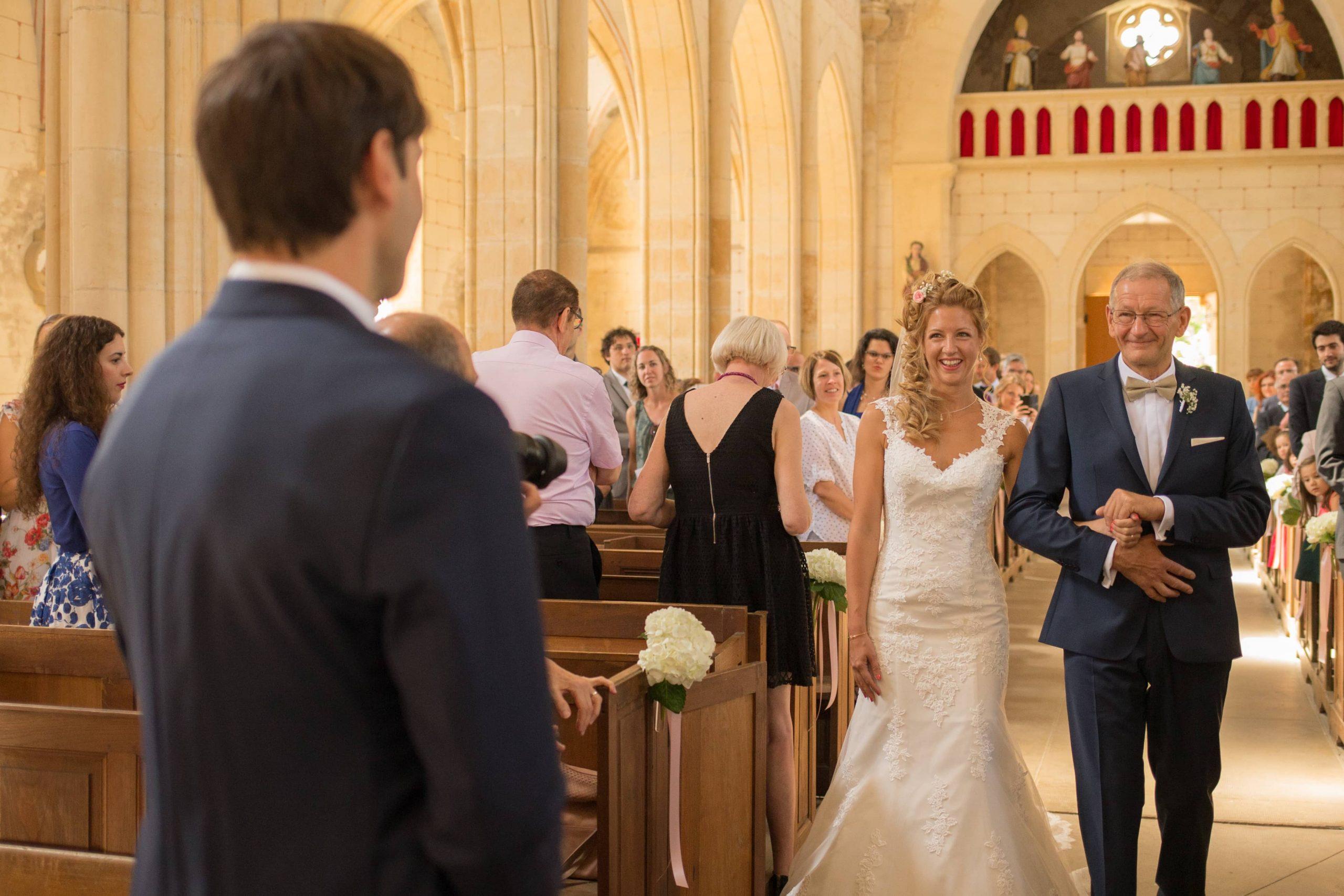 First look des mariés à l'église