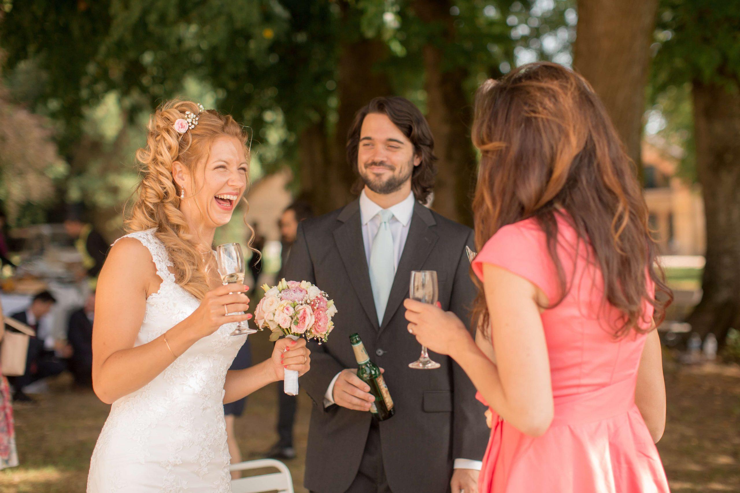 Photo spontanée de cocktail de mariage