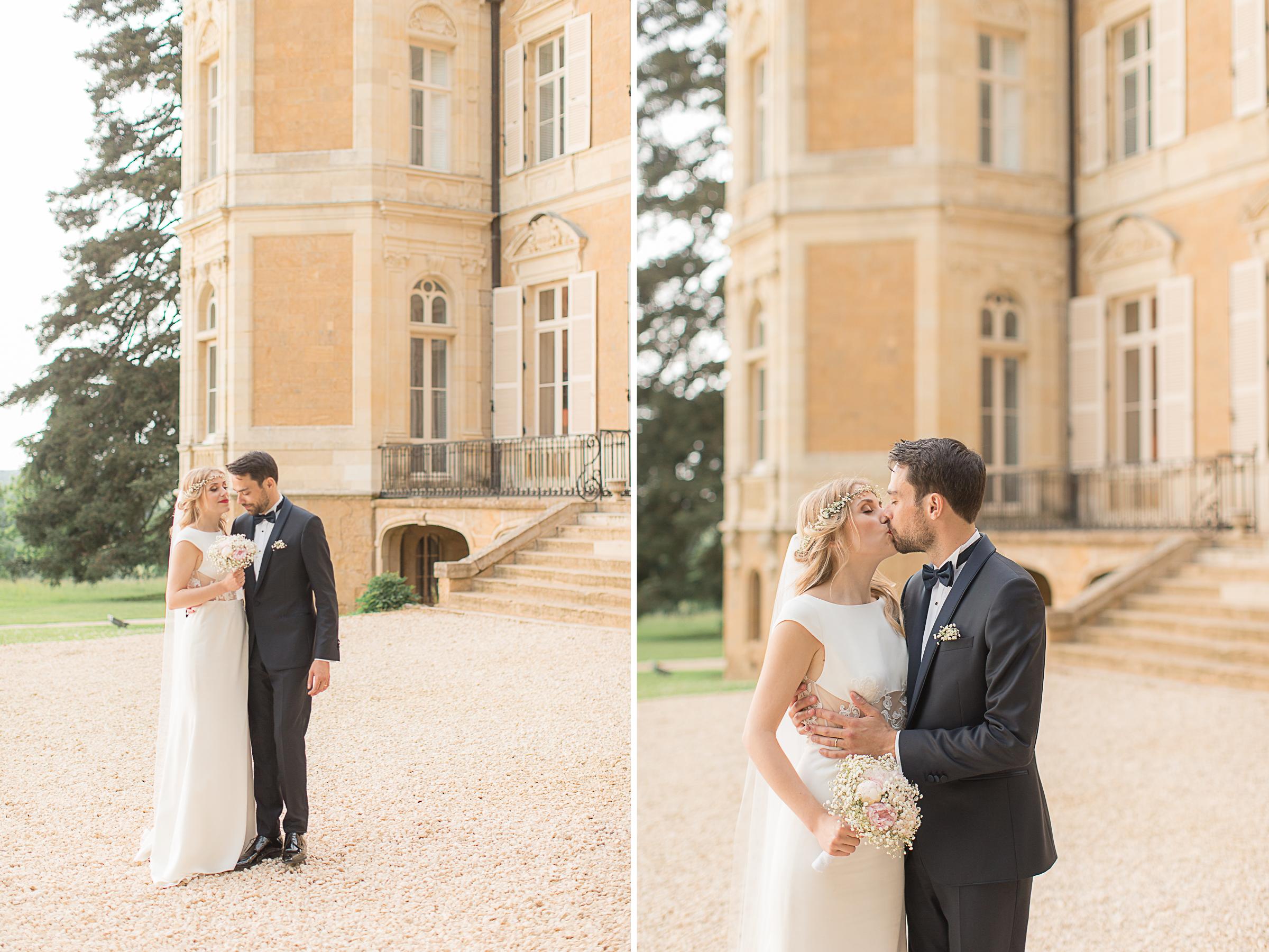 mariés devant le château d'azy