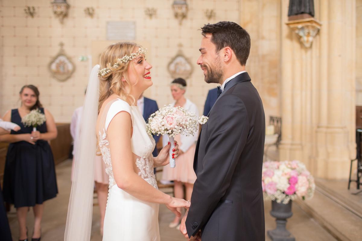 first look des mariés dans l'église