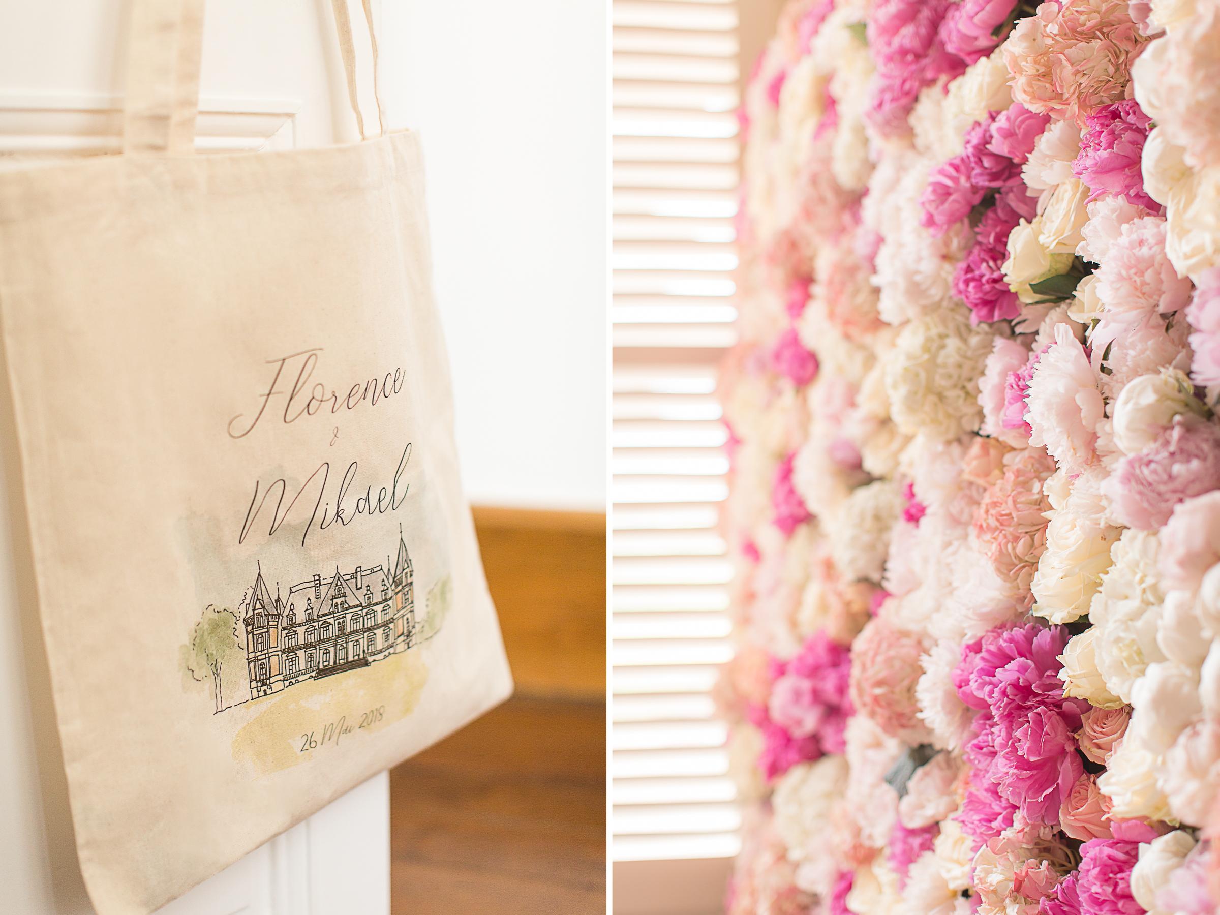 cadeau des mariés et mur de roses