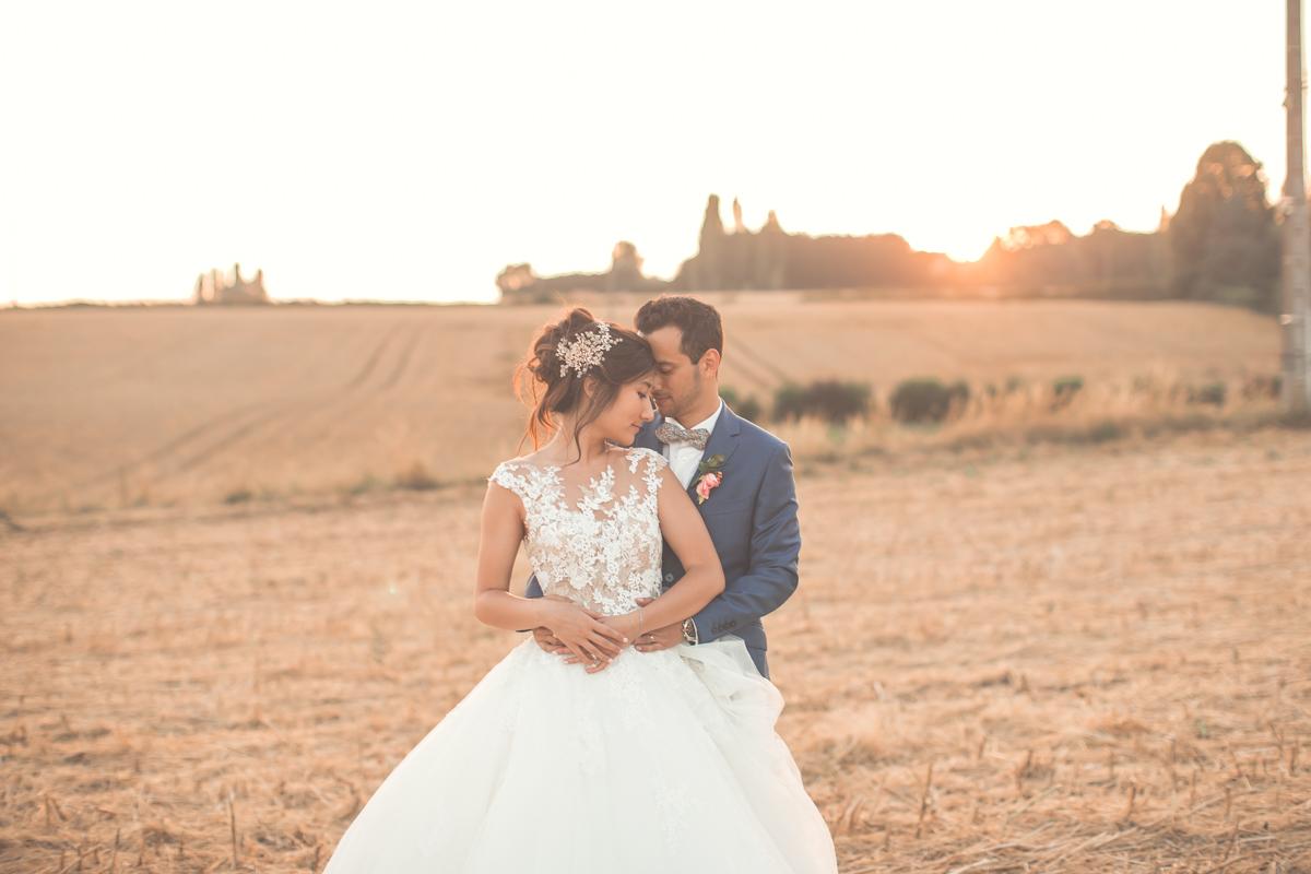 photo de couple à l'heure dorée (golden hour)
