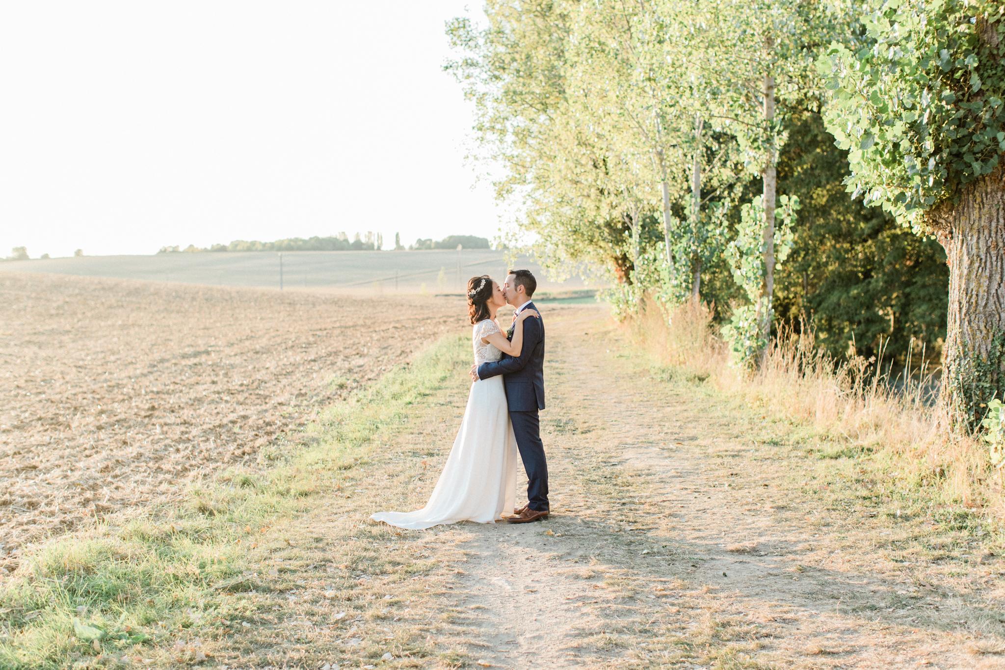 moment intime entre les mariés