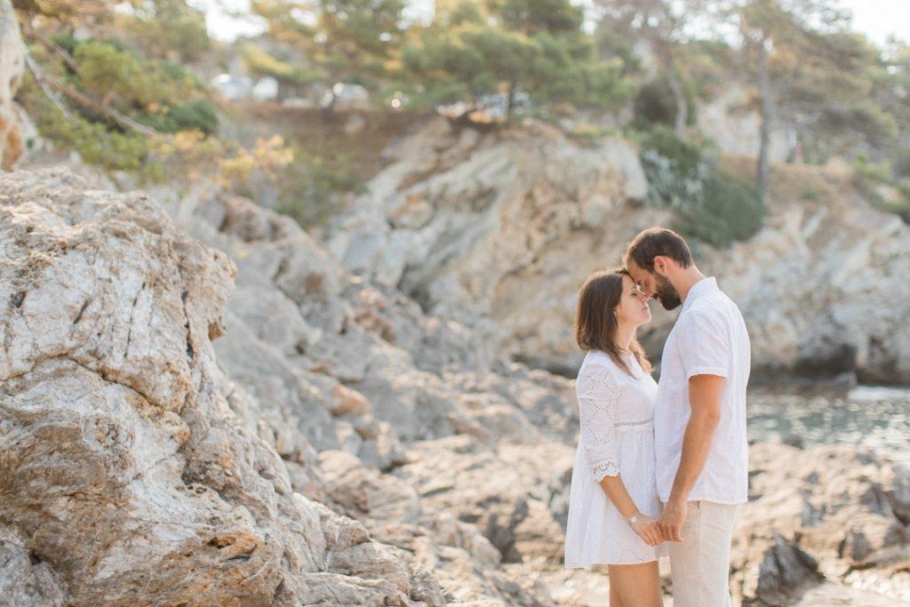 séance engagement couple à la mer