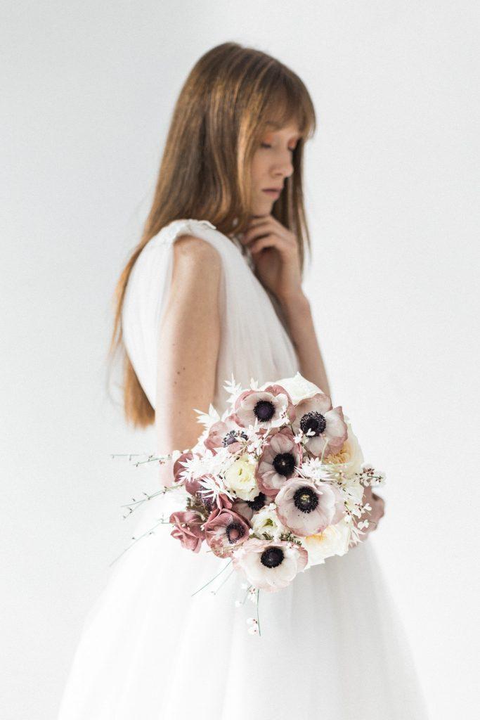 mariée avec son bouquet